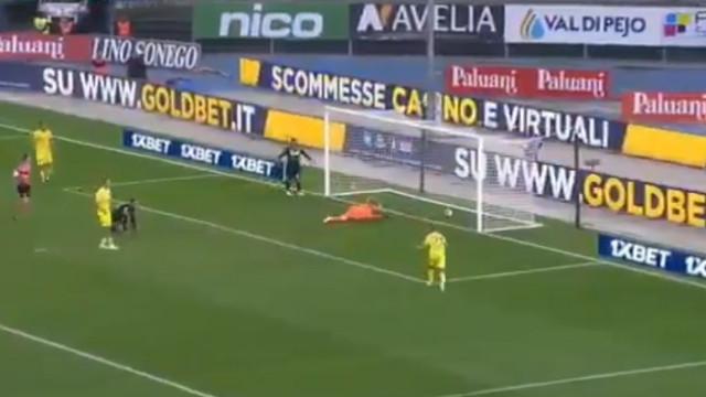 Com auto-golos assim não espanta que o Chievo nem zero pontos tenha
