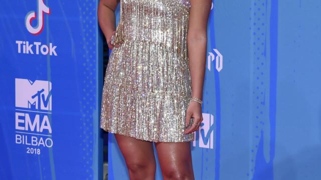 Anitta posa ao lado de Dua Lipa e fãs pedem dueto