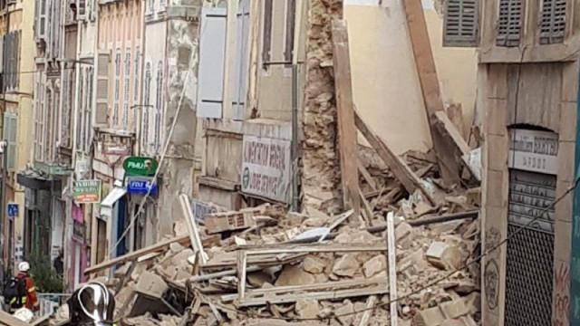 Balanço de vítimas do desmoronamento de prédios em França sobe para três
