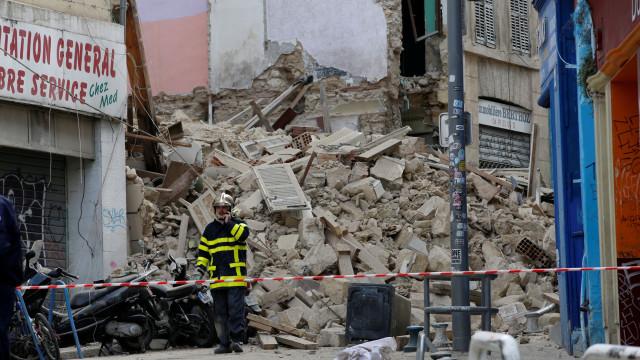 Número de vítimas do desmoronamento de prédios em França sobe para cinco