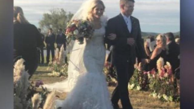 Casal morre no dia do casamento a caminho da lua-de-mel