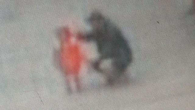 Polícia em busca de menina desaparecida cujo suposto raptor era o pai