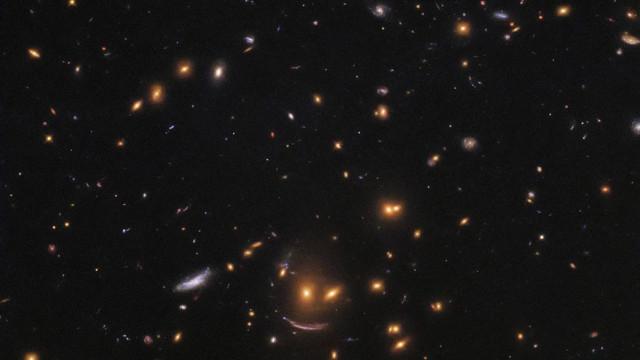 NASA encontra 'cara amigável' enquanto procura estrelas recém-nascidas