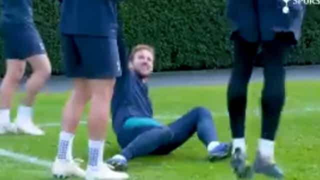 Harry Kane leva duas 'cuecas' no espaço de segundos e foi risada geral