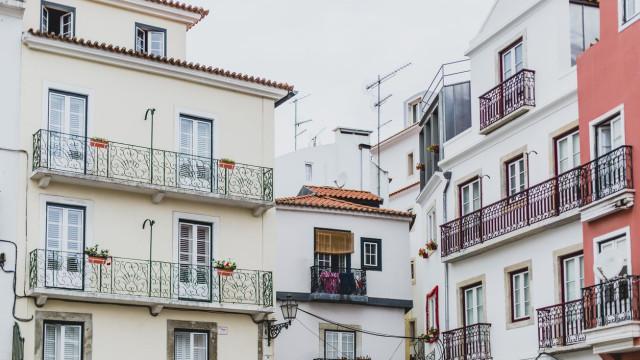 Assédio a inquilinos: PS propõe coima de 20 euros por dia a senhorios