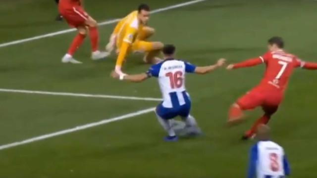 Herrera regressou ao onze e só precisou de dois minutos para marcar