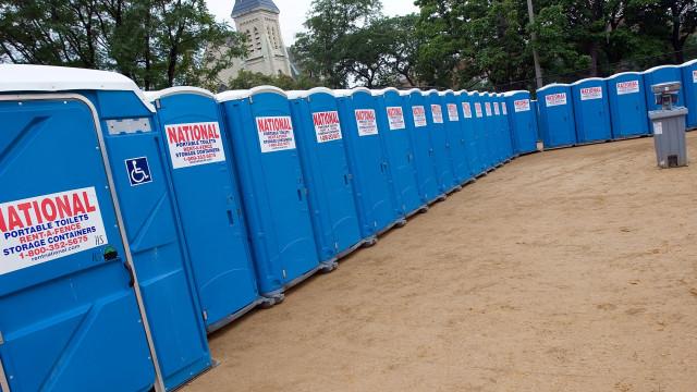 Condenados homens que roubaram mais de 100 casas de banho portáteis