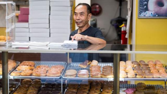 Nesta loja, os donuts esgotam em horas. Razão é doce mas não de sabor