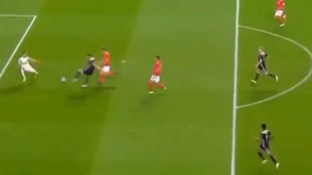 Passe magistral de Ziyech isolou e Tadic colocou Benfica em apuros