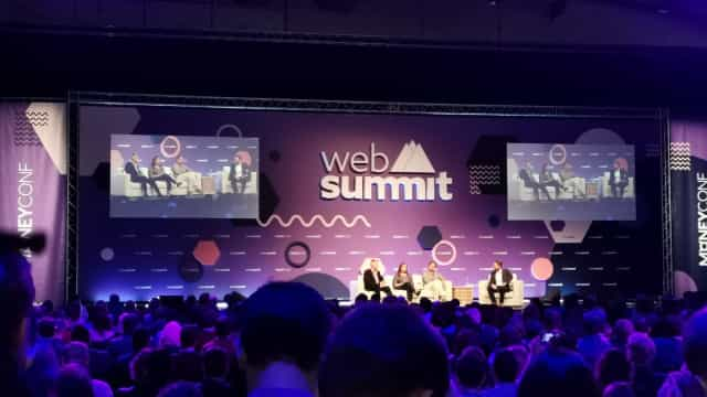 "Web Summit: ""Estrondo"" deixa centenas de participantes à espera à chuva"