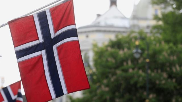 Colisão entre petroleiro e navio de guerra noruegês faz sete feridos
