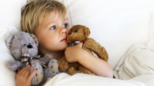 Médicos alertam para sintomas nas mãos, pés e boca das crianças