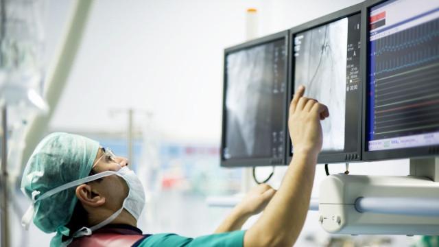 """Médicos denunciam """"piquetes""""  de enfermeiros a """"adiar"""" cirurgias"""