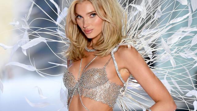 Elsa Hosk, da Victoria's Secret, surge completamente nua em vídeo