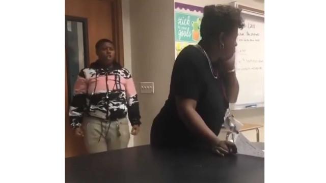 Aluna perde a cabeça e dá murro em professora