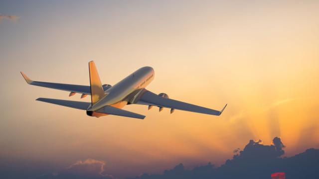 Companhia pede a passageiros que paguem reparação de avião para descolar