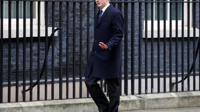Ministro britânico demite-se e deixa apelo a novo referendo ao Brexit