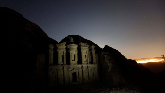 Inundações obrigam a retirar milhares de turistas da cidade de Petra