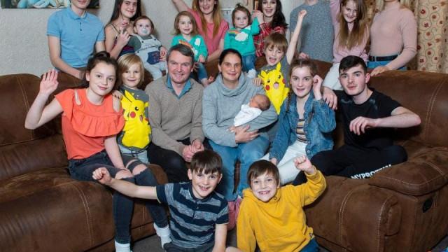 Conheceram-se no orfanato em crianças. Hoje têm 21 filhos