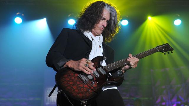 Joe Perry, guitarrista dos Aerosmith, hospitalizado após sentir-se mal