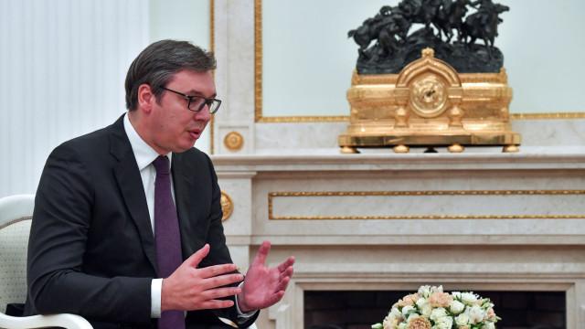 Presidente da Sérvia critica tratamento que lhe foi dispensado em Paris