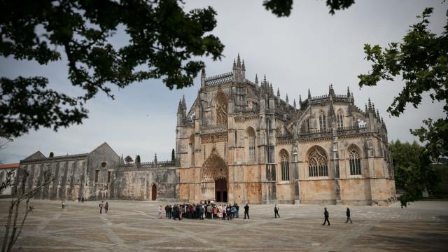 Ópera eletrónica inspirada no fim da guerra no Mosteiro da Batalha