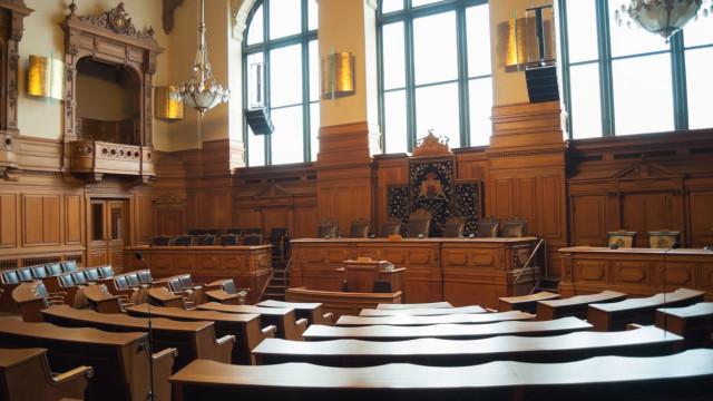 Principal suspeito de lesar o Estado fica em silêncio no tribunal
