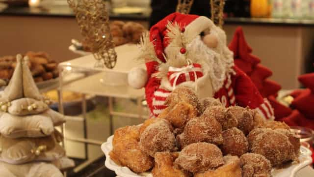 Convívios de Natal à mesa no Holiday Inn Porto Gaia