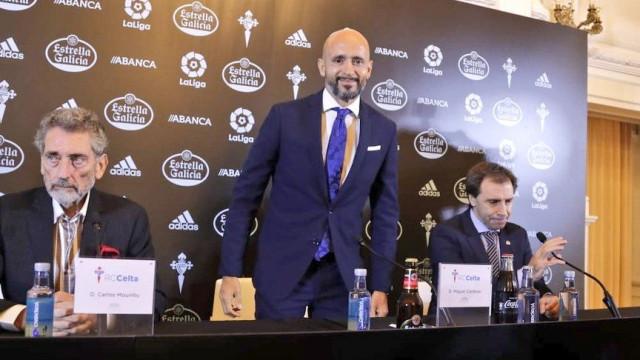 Miguel Cardoso troca o nome do clube pelo do rival durante a apresentação