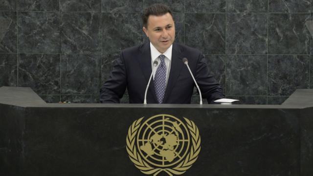Ex-primeiro-ministro em fuga cruzou fronteira em carro diplomático