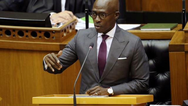 Ministro sul-africano pede demissão devido a escândalo de vídeo sexual