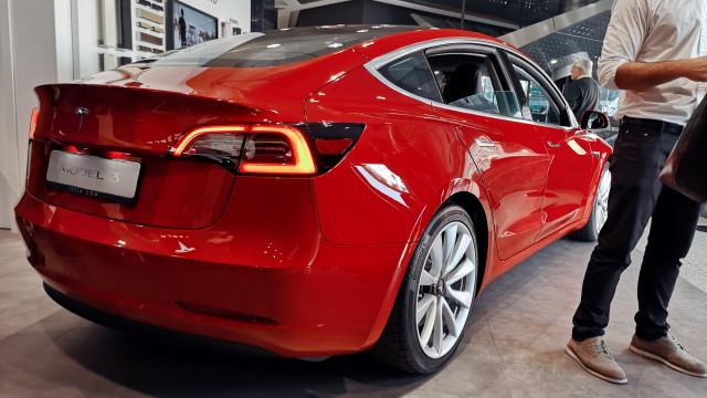O Model 3 chegou a Portugal e está a deixar 'água na boca'