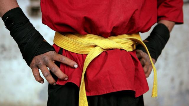 Tragédia na Tailândia: Criança de 13 anos morre em combate de kickboxing