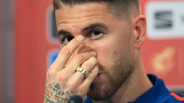 """Sergio Ramos protege Asensio: """"Não é preciso encher a sua mala de pedras"""""""