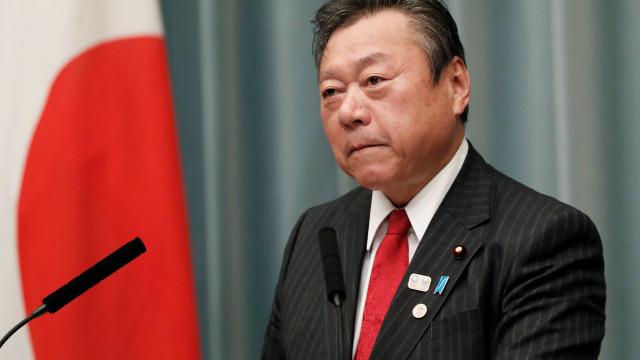 O responsável pela cibersegurança do Japão não utiliza o computador
