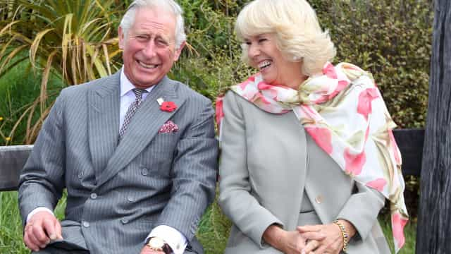 Eis o visual de Camilla para o aniversário do príncipe Carlos