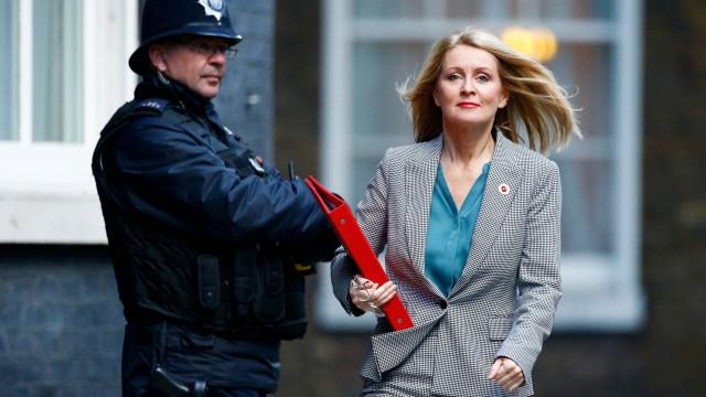 Ministra do Trabalho e das Pensões britânica também apresenta a demissão