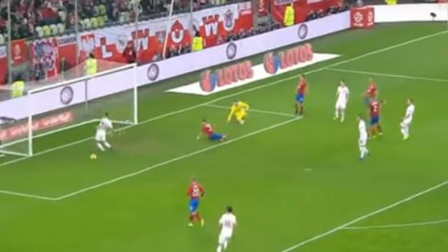 Nem um jogador amador falhava o golo 'cantado' de Lewandowski