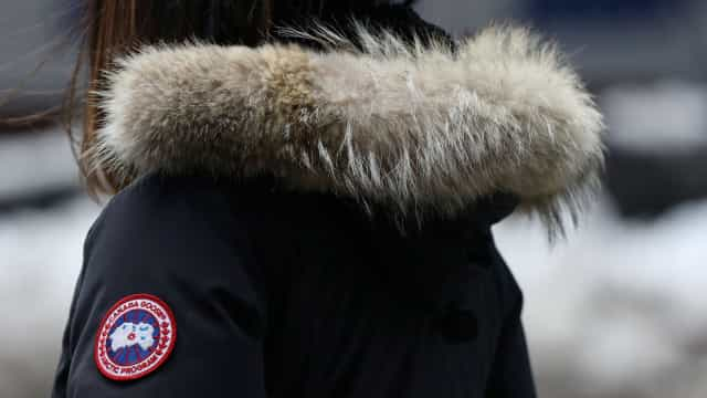Escola proíbe alunos de irem para a escola com casacos de marcas caras