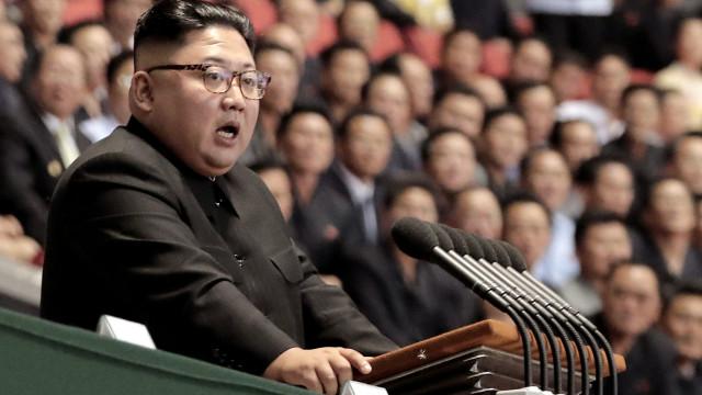 Líder norte-coreano supervisionou testes de nova arma