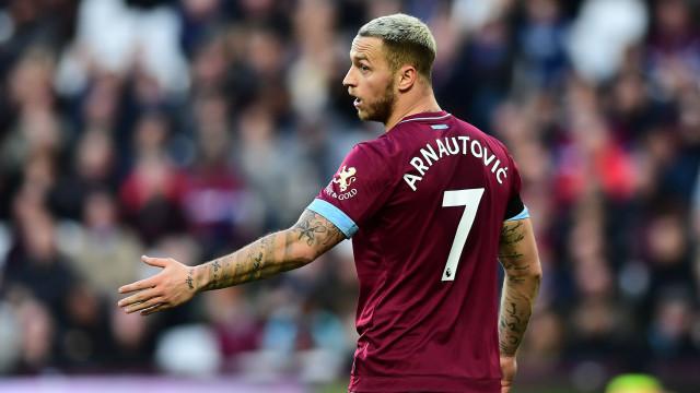 Arnautovic pede, West Ham não paga e Mourinho 'esfrega as mãos'