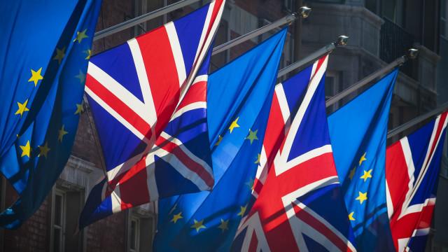 Debate sobre Brexit retomado perante risco crescente de saída desordenada