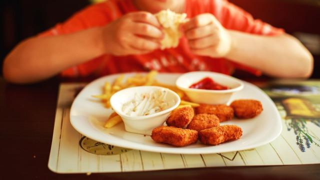 Ingerir alimentos energéticos na infância tem impacto cardiometabólico
