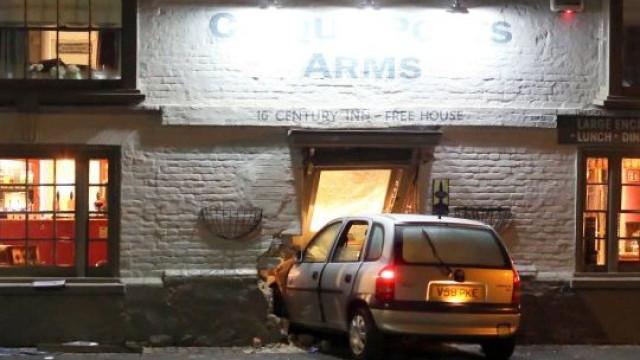 Embateu contra fachada de bar e alegou tentativa de suicídio