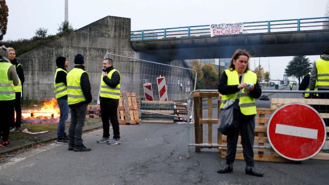 """Manifestante morre em bloqueio dos """"coletes amarelos"""" em França"""