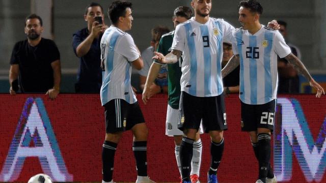 Argentina desfalcada, com Acuña titular, bate México por 2-0
