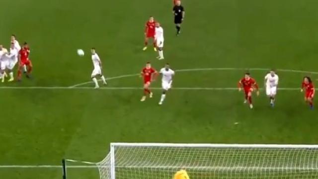 O incrível livre de Bale teve defesa de outro mundo de Schmeichel