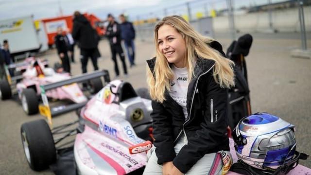 Fórmula 3: Piloto que voou para fora da pista com fratura na coluna