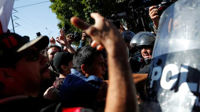 Protestos em Tijuana contra a caravana de migrantes da América Central