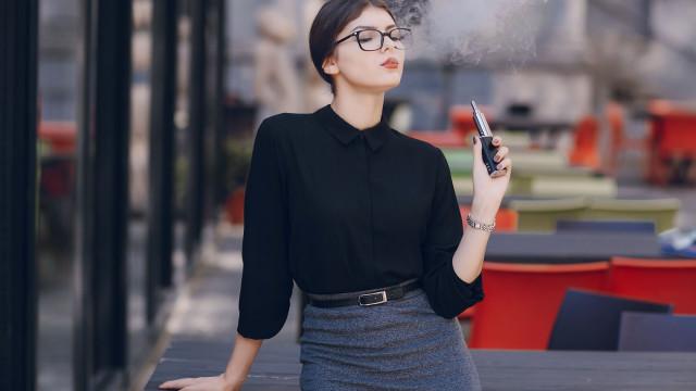 FDA restringe a venda de cigarros eletrónicos com sabores